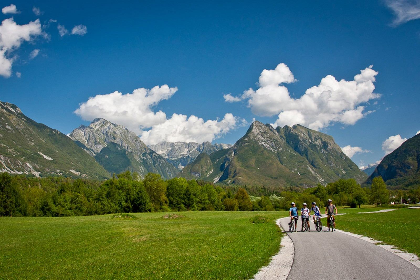 Explore_Bovec2_Hiking_and_biking